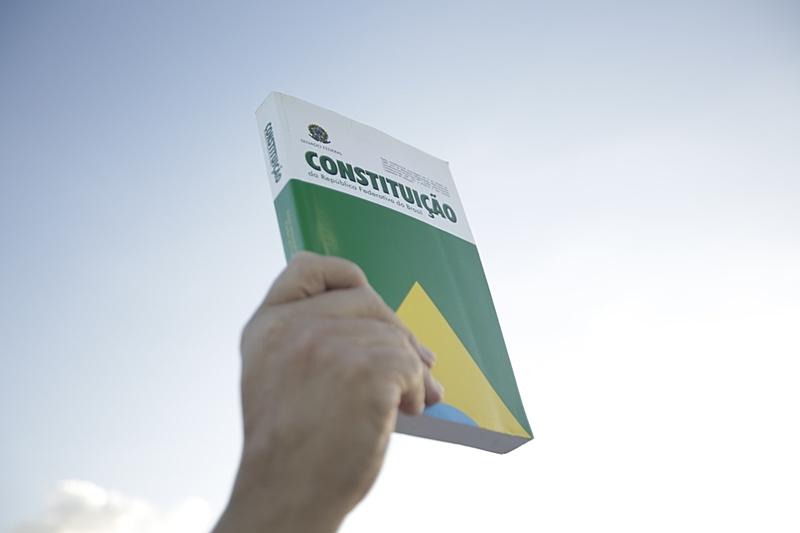 O Manifesto destaca o confronto institucional provocado por Bolsonaro como ação política