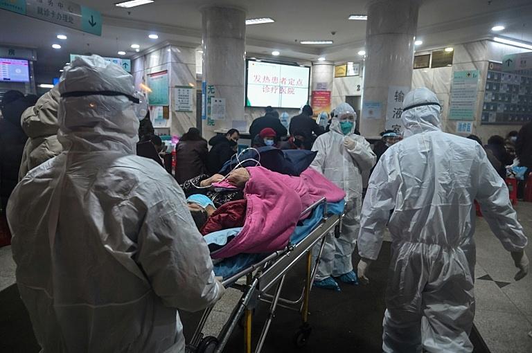 Em janeiro, hospitais em Wuhan, na China, lotam com pessoas infectadas pelo recém descoberto vírus da covid-19