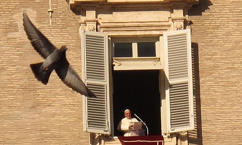 Em junho de 2020, o Vaticano já havia publicado uma série de regras determinando valores e as características dos bens que os servidores da Santa Sé deveriam ter