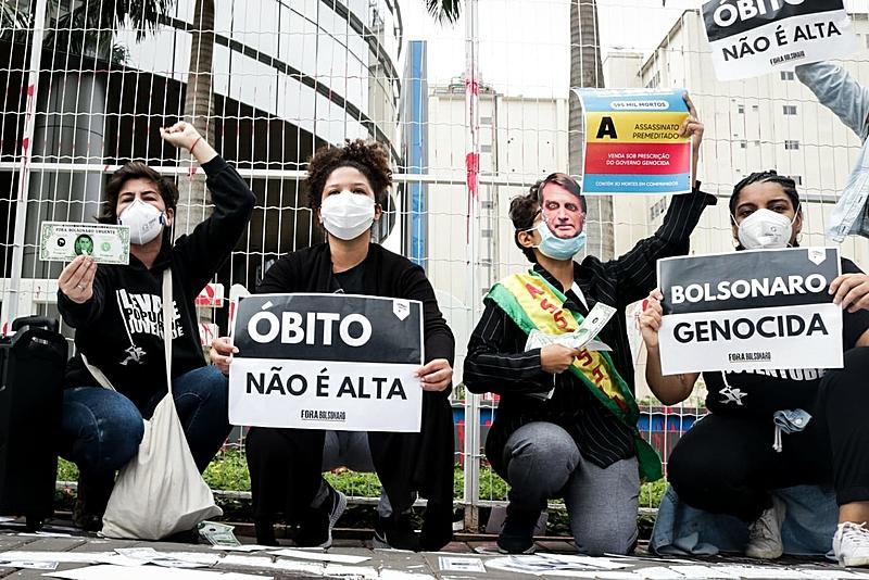 Levante Popular da Juventude faz escracho na sede da Prevent Senior, em São Paulo, no dia 30 de setembro.