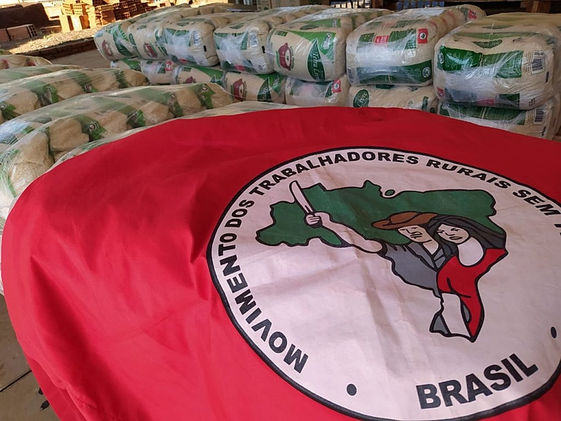 bandeira mst, sacas de arroz