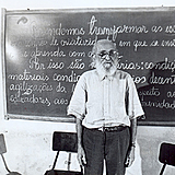 O educador Paulo Freire durante a bem sucedida experiência de alfabetização de adultos em Angicos (RN)