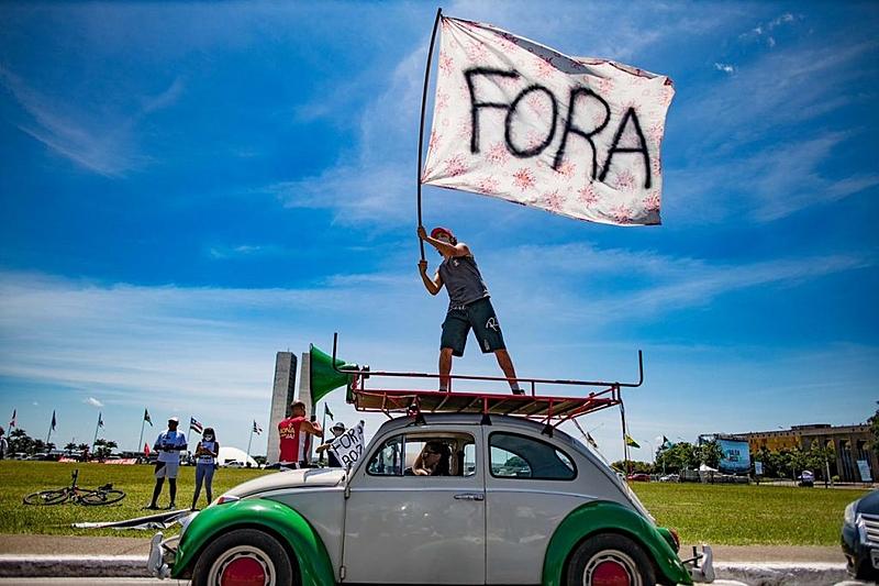 """""""Esta postura da sociedade brasileira, da mídia e da própria classe política, que no fundo reforça o mesmo moralismo hipócrita que elegeu Bolsonaro, despolitiza ao invés de politizar as pessoas"""""""